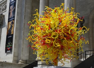 Chihuly outside of the Montreal Museum of Art